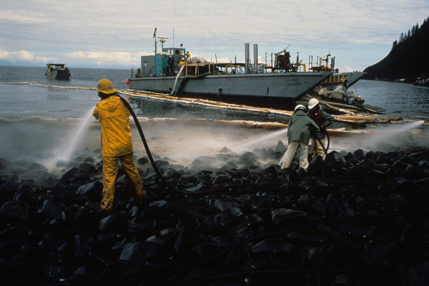 exxon valdez oil spill thesis The oil spill is not over it began long before march 24th and it is still happening it will continue for as long as this country pursues short-sighted energy policies, and for as long as industry is allowed to regulate itself in the extraction and transportation of petroleum.